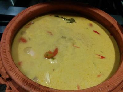 Ikan Masak Gulai Kampung (Fish cooked with traditional spices & herb)