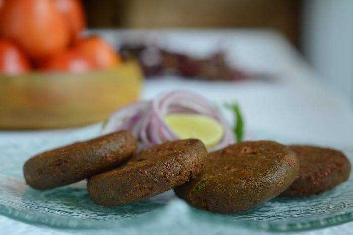 Mutter hari mirch ki tikki - Deep fried green peas and chilli cake