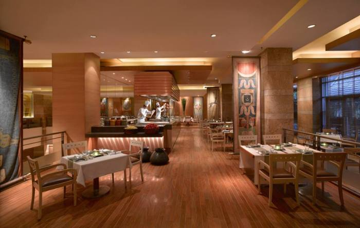The tandoor show-kitchen at Soma, Grand Hyatt Mumbai
