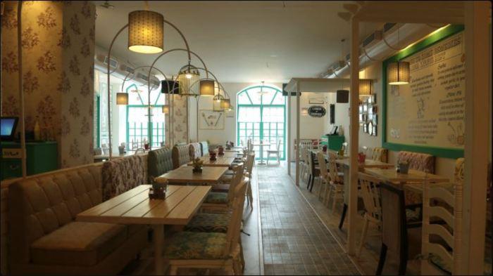 Grandmama's Cafe's Calm & Beautiful Ambience