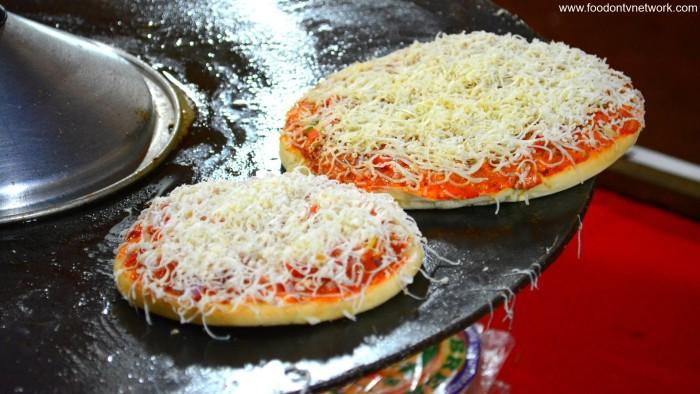 Tawa Pizza, opp. Lower Parel Railway Station (Photo Courtesy - Street Food & Travel TV India)